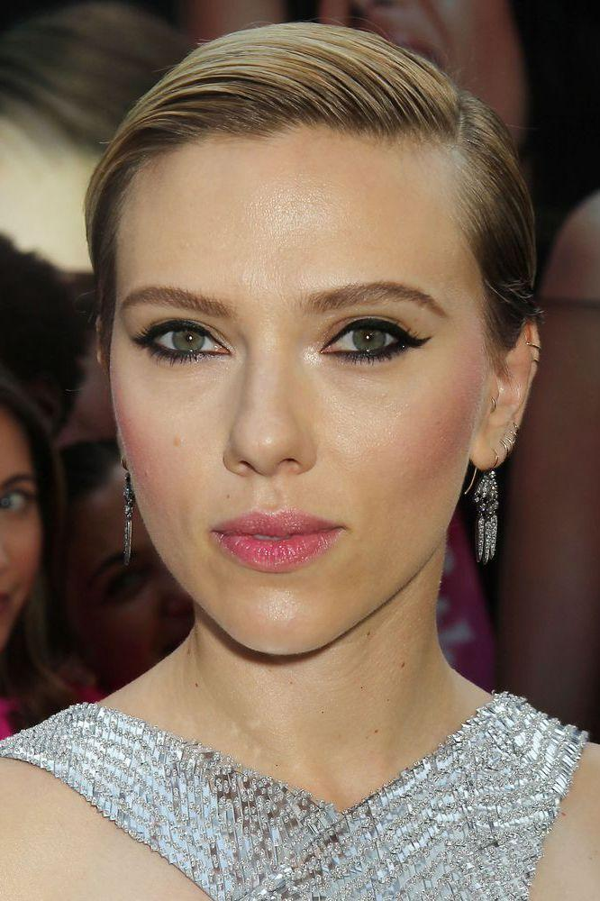 <p>Super slick and très chic, Scarlett Johansson's androgynous 'do adds instant glamour to a short haircut.</p>