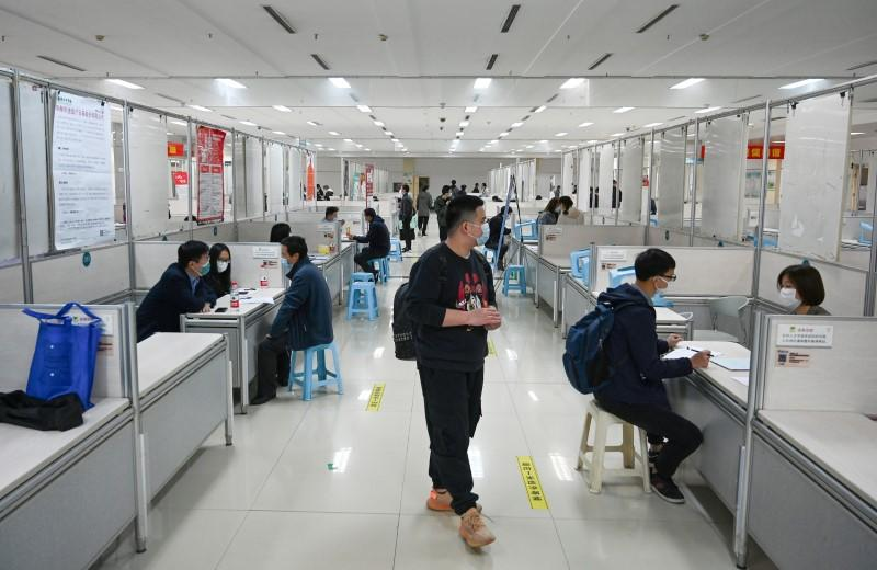 China's services sector bounces back into growth, job losses continue: Caixin PMI