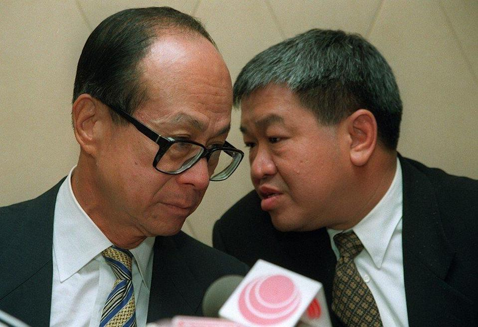 Canning Fok Kin-ning (right) during a Cheung Kong Group event on August 24, 1995 in Hong Kong with tycoon Li Ka-shing (left). Photo: SCMP.