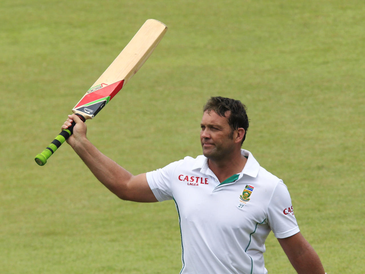 South Africa's Jacques Kallis acknowledges the applause from the spectators after he got out in his last test appearance during the fourth day of the second cricket test match against India in Durban, December 29, 2013. REUTERS/Rogan Ward (SOUTH AFRICA - Tags: SPORT CRICKET)