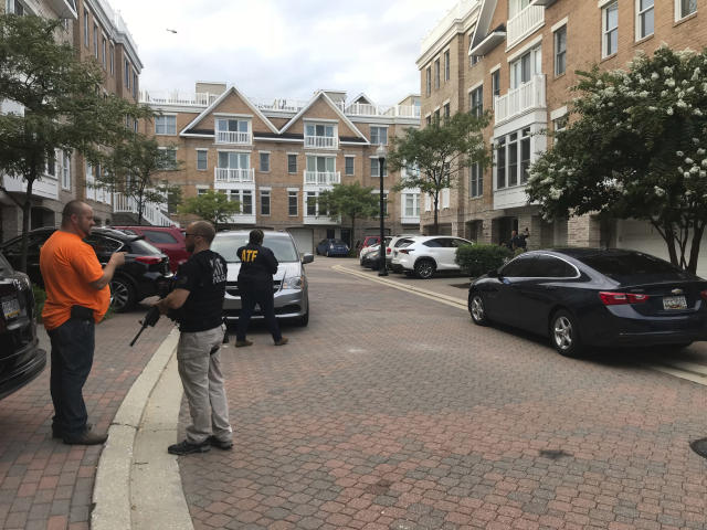 <p>Federal authorities stage and search a home in Baltimore's Inner Harbor as part of an investigation into the Jacksonville mass shooting, Aug. 26, 2018. (Photo: Justin Fenton/The Baltimore Sun via AP) </p>