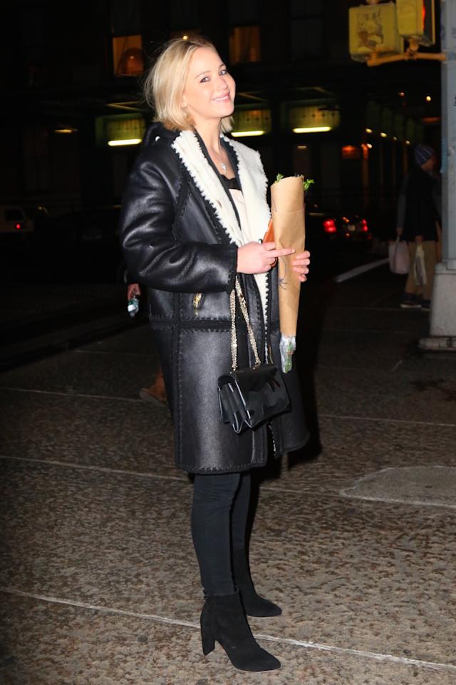 <p>The <i>Hungergames</i>actress was seen spending some quality time with gal pals, Emma Stone and Adele.</p>