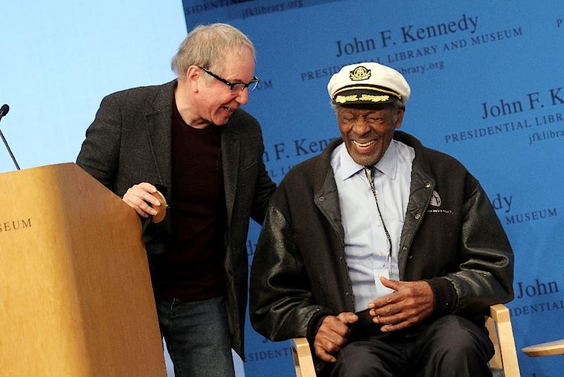 Paul Simon (L) and honoree Chuck Berry (R) during the 2012 Awards for Lyrics of Literary Excellence at The John F. Kennedy Presidential Library And Museum in Boston (AFP Photo/Marc Andrew Deley)