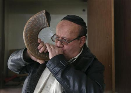 Zabulon Simantov, an Afghan Jew, blows the traditional shofar, or ram's horn, at a synagogue in Kabul November 5, 2013. REUTERS/Omar Sobhani