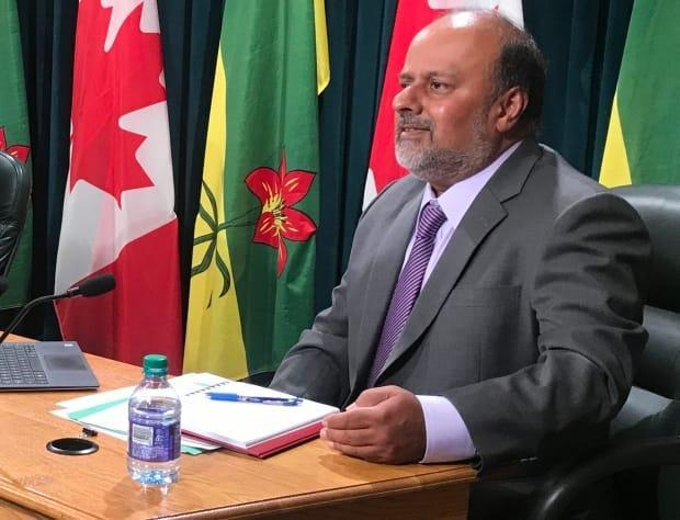 If the COVID-19 situation in Saskatchewan doesn't improve, there may be no large gatherings at Thanksgiving and Christmas this year, says Chief Medical Health Officer Dr. Saqib Shahab. (Adam Hunter/CBC - image credit)