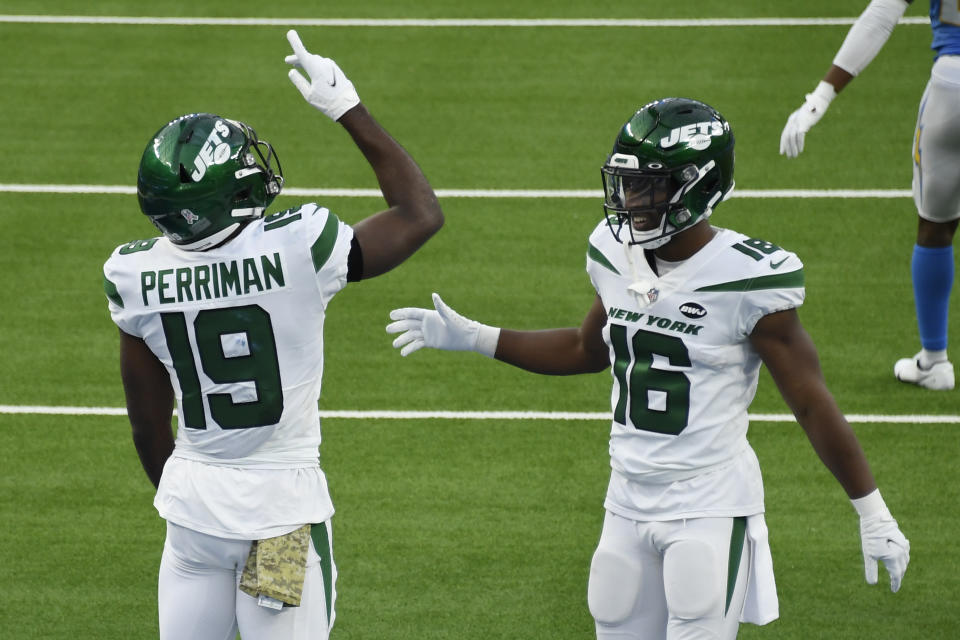 Jeff Smith #16 of the New York Jets celebrates with Breshad Perriman #19