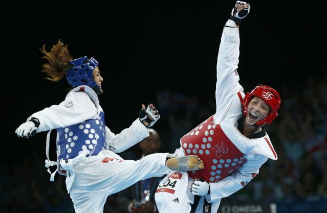 Britain's Jade Jones (R) celebrates as she wins against Taiwan's Li-Cheng Tseng in their women's -57kg semifinal taekwondo match at the ExCel venue during the London Olympic Games, August 9, 2012. REUTERS/Darren Staples (BRITAIN - Tags: OLYMPICS SPORT TAEKWONDO TPX IMAGES OF THE DAY)