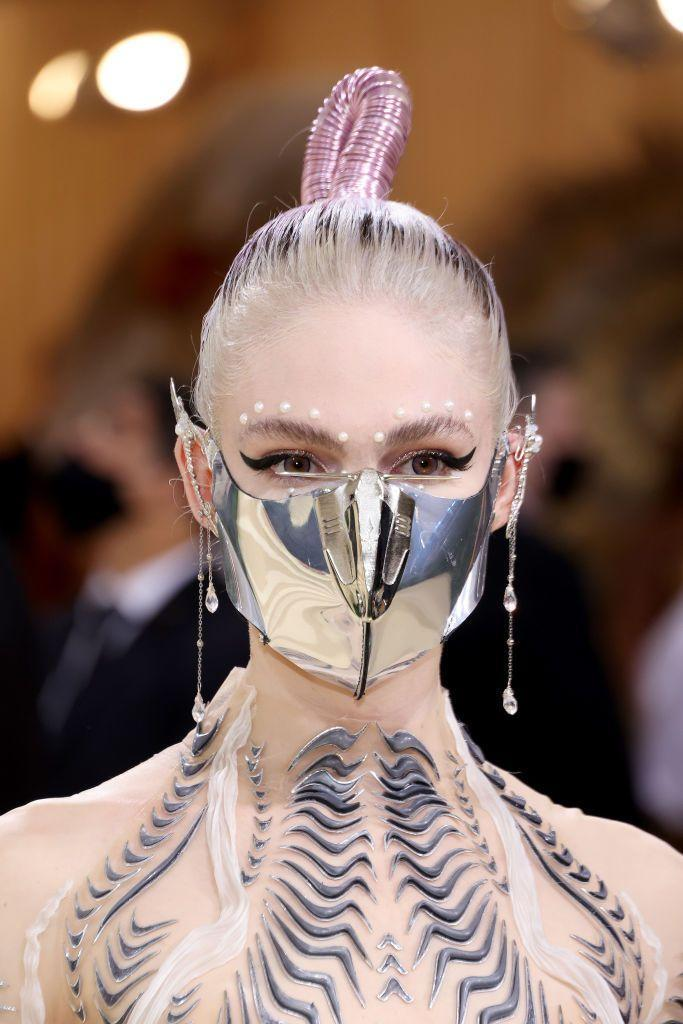 <p>Grimes also framed her eyes with pearls. But we're captivated by her metallic mask and futuristic pink ponytail. </p>
