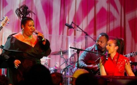 Aretha Franklin and Alicia Keys performing together in 2003 - Credit: Reuters