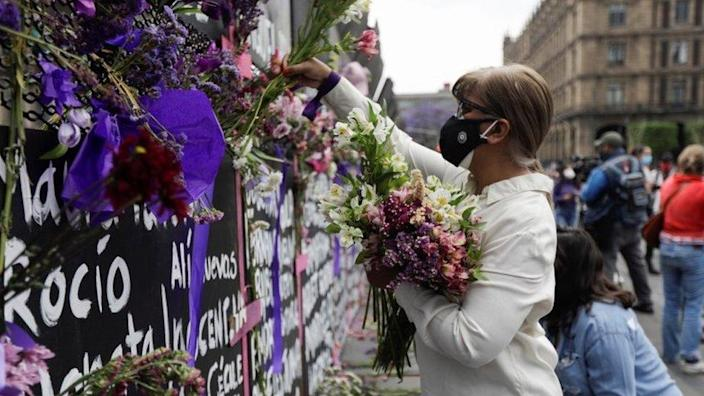 Women's day: Mexico barrier turned into women's memorial