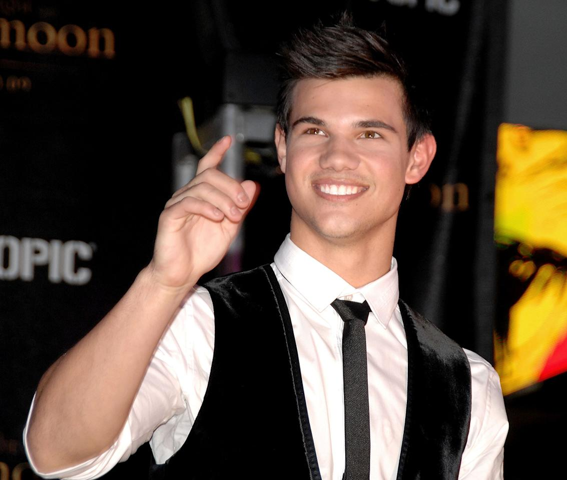 """<a href=""""http://movies.yahoo.com/movie/contributor/1808598632"""">Taylor Lautner</a> attends the <a href=""""http://movies.yahoo.com/movie/1810055802/info"""">The Twilight Saga: New Moon</a> cast tour in Hollywood, CA - 11/06/2009"""