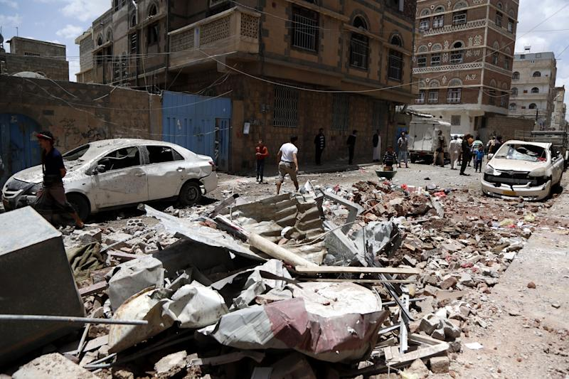 Yemeni people inspect houses hit by airstrikes carried out by warplanes of the Saudi-led coalition on May 16, 2019 in Sana'a, Yemen. (Photo: Mohammed Hamoud/Getty Images)