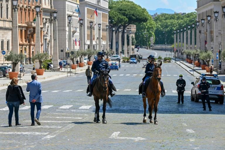Italian Police on horseback patrol on Via della Conciliazione at the limit between Rome in Italy and St. Peter's Square in The Vatican (AFP Photo/ANDREAS SOLARO)
