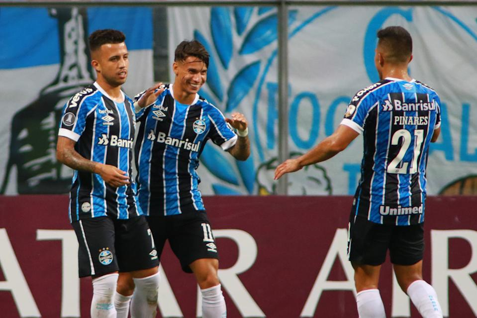 PORTO ALEGRE, BRAZIL - MARCH 10: Ferrerinha of Gremio celebrates with teammates after scoring the second goal of his team during a first leg match of second stage of Copa CONMEBOL Libertadores 2021 between Gremio and Ayacucho at Arena do Gremio on March 10, 2021 in Porto Alegre, Brazil. (Photo by Silvio Avila/Getty Images)