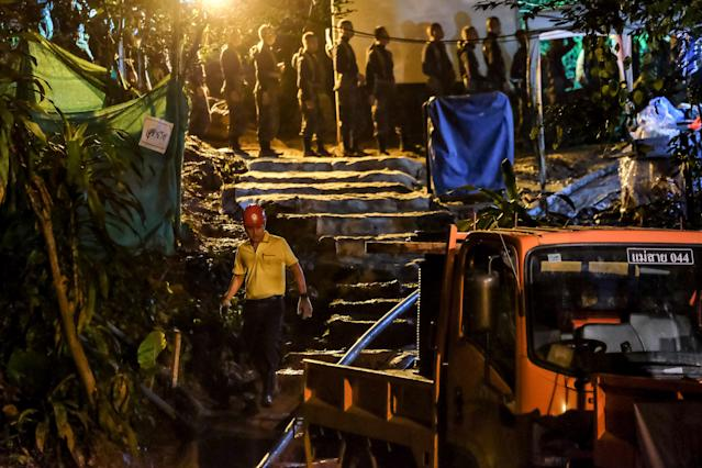 Rescuers lines up to enter Tham Luang Nang Non cave to continue rescue operation on July 05, 2018 in Chiang Rai, Thailand. The 12 boys and their soccer coach have been found alive in the cave where they've been for over a week after rains blocked the entrance. (Getty Images)