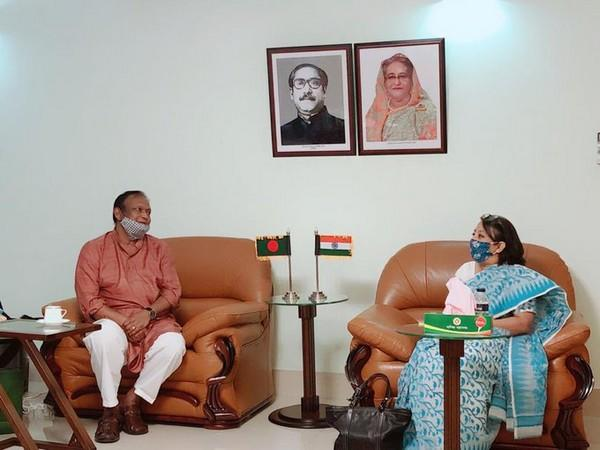 Riva Ganguly Das met Commerce Minister of Bangladesh, Tipu Munshi (Photo tweeted by Indian High Commission)