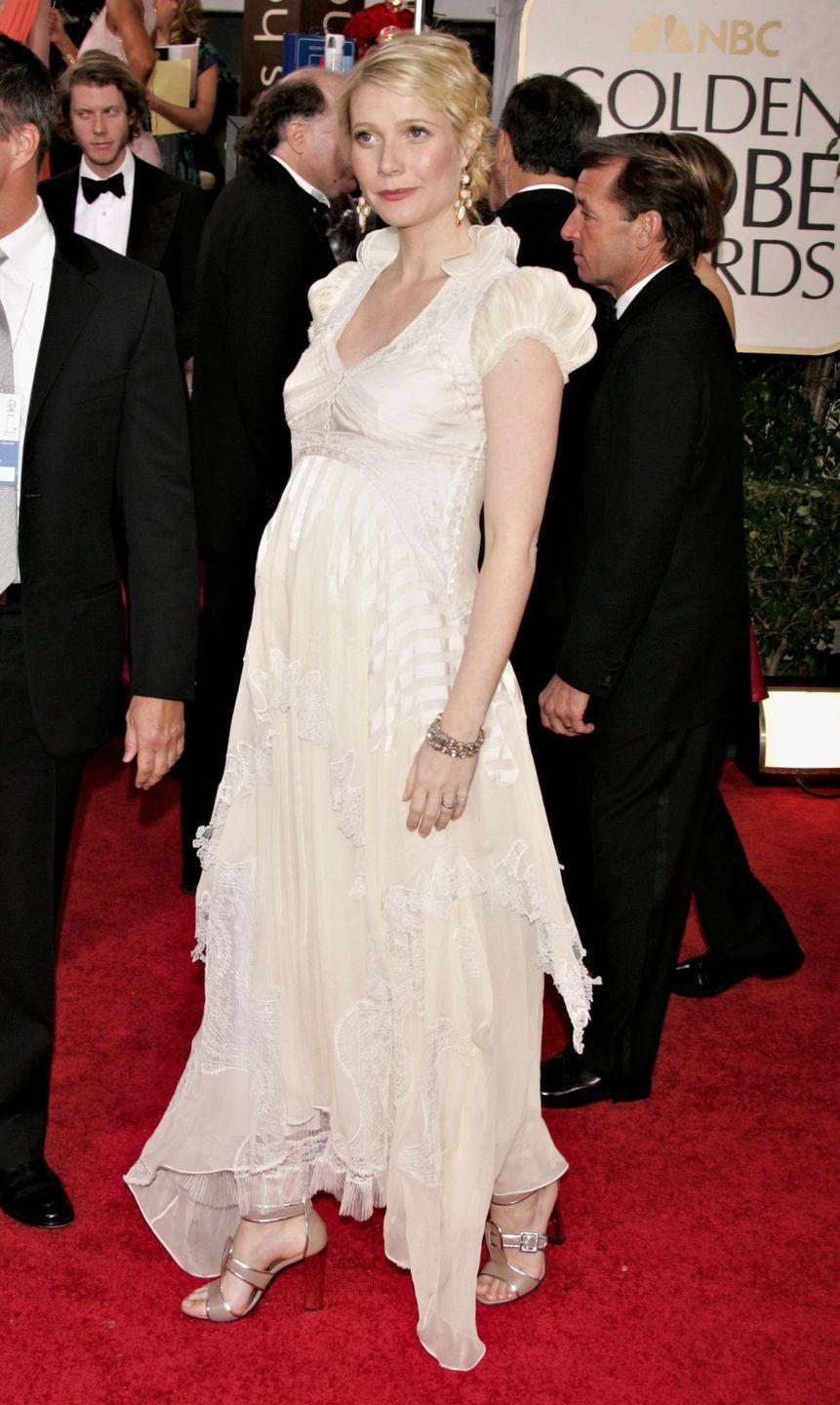 <p>Gwyneth Paltrow didn't let a growing bump stop her from sporting couture on the Golden Globes red carpet.</p>