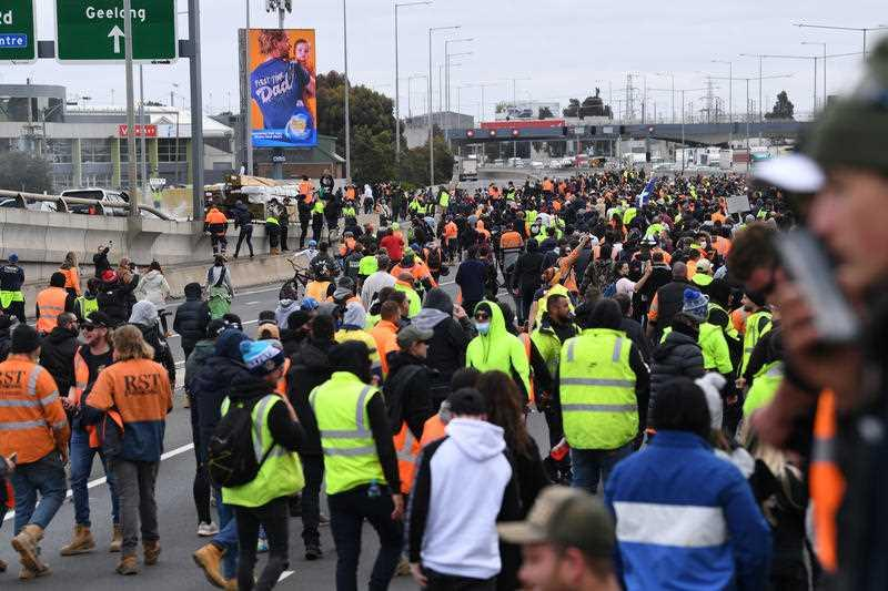 CMFEU construction workers and far right activists are seen protesting on the West Gate Freeway in Melbourne.