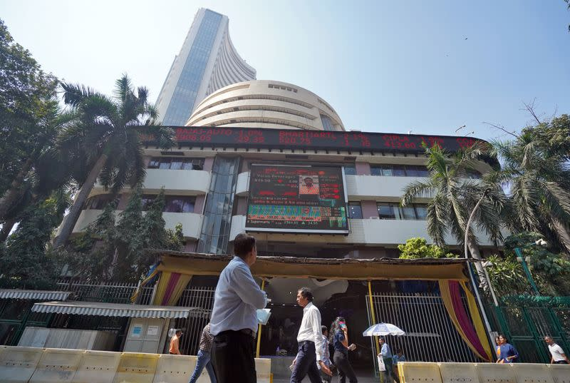 Nifty, Sensex end higher for fifth day, lenders soar