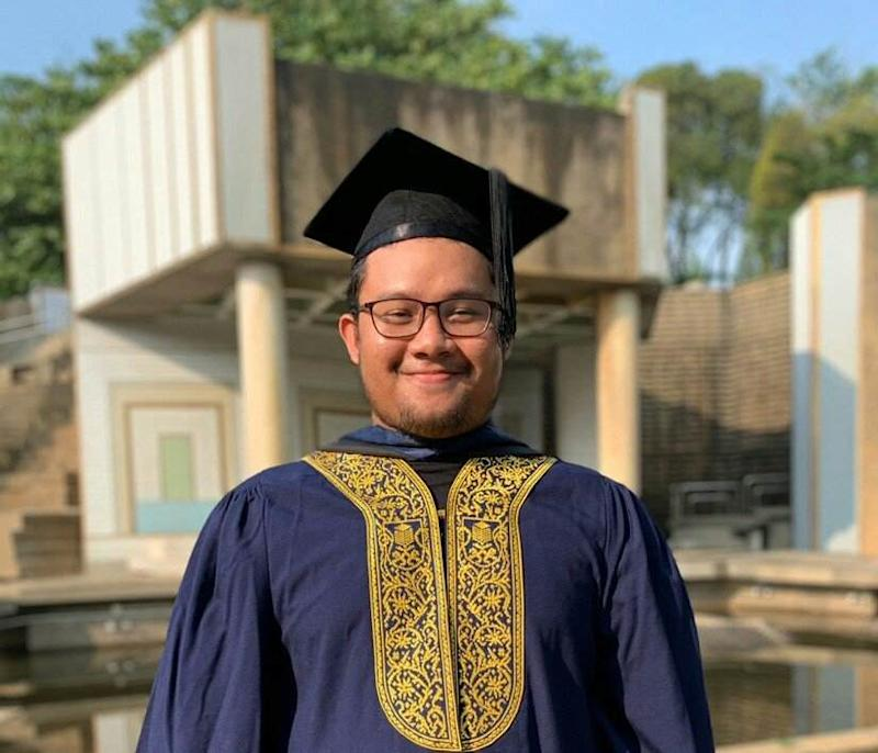 Muhammad Rafiq Izzat Zaidi completed his studies early this year after enrolling in university way back in 2013. — Picture from Twitter/@RaffiqIzzat