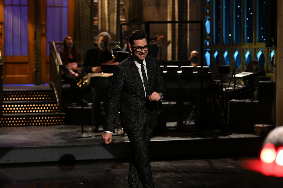 """Actor Dan Levy hosted a Feb. 6 episode on """"Saturday Night Live,"""" during which he started a tradition of writing a kind note for the following episode's host. (Photo: Getty Images)"""