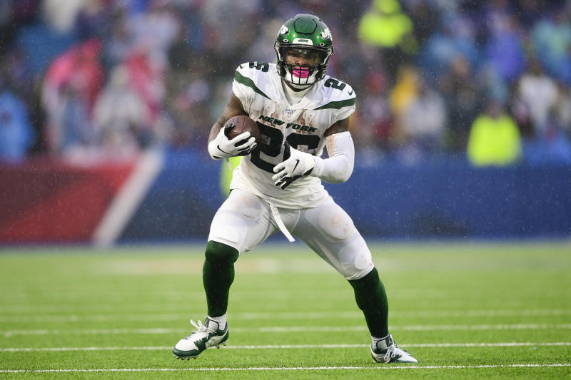 New York Jets running back Le'Veon Bell (26) during the first half of an NFL football game against the Buffalo Bills Sunday, Dec. 29, 2019 in Orchard Park, N.Y. (AP Photo/David Dermer)