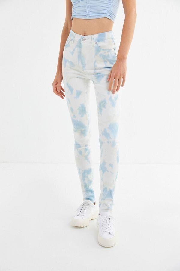 "<strong><a href=""https://www.urbanoutfitters.com/shop/bdg-twig-high-rise-skinny-jean-tie-dye?category=SEARCHRESULTS&amp;color=045"" target=""_blank"" rel=""noopener noreferrer"">Get the&nbsp;BDG Twig high-rise tie-dye jeans for $69.</a></strong>"