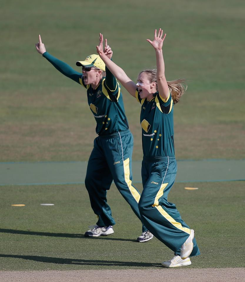 HOVE, ENGLAND - AUGUST 25: Ellyse Perry (R) and Alex Blackwell of Australia appeal unsuccessfully for a wicket during the third NatWest One Day International match between England and Australia at the BrightonandHoveJobs.com County Ground on August 25, 2013 in Hove, England.  (Photo by Harry Engels/Getty Images)