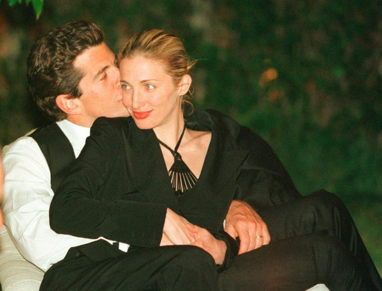 John F. Kennedy and Carolyn Bessette Kennedy enjoyed themselves at the event in 2009. As editor in chief of the political magazine George, he invited Sean Penn and Larry Flynt as his guests. (Photo: Getty Images)