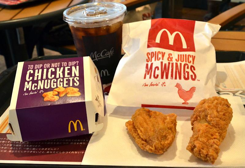 Chicken McNuggets and McWings on display at a McDonald's restaurant in Tokyo, on July 25, 2014 (AFP Photo/Yoshikazu Tsuno)