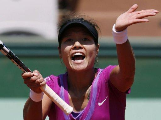 Li Na will face Kazakh qualifier Yaroslava Shvedova for a place in the quarter-finals