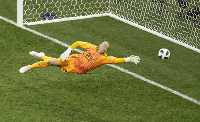 Argentina goalkeeper Wilfredo Caballero fails to save a goal by Croatia's Luka Modric during the group D match between Argentina and Croatia at the 2018 soccer World Cup in the Nizhny Novgorod stadium in Nizhny Novgorod, Russia, Thursday, June 21, 2018. (AP Photo/Michael Sohn)