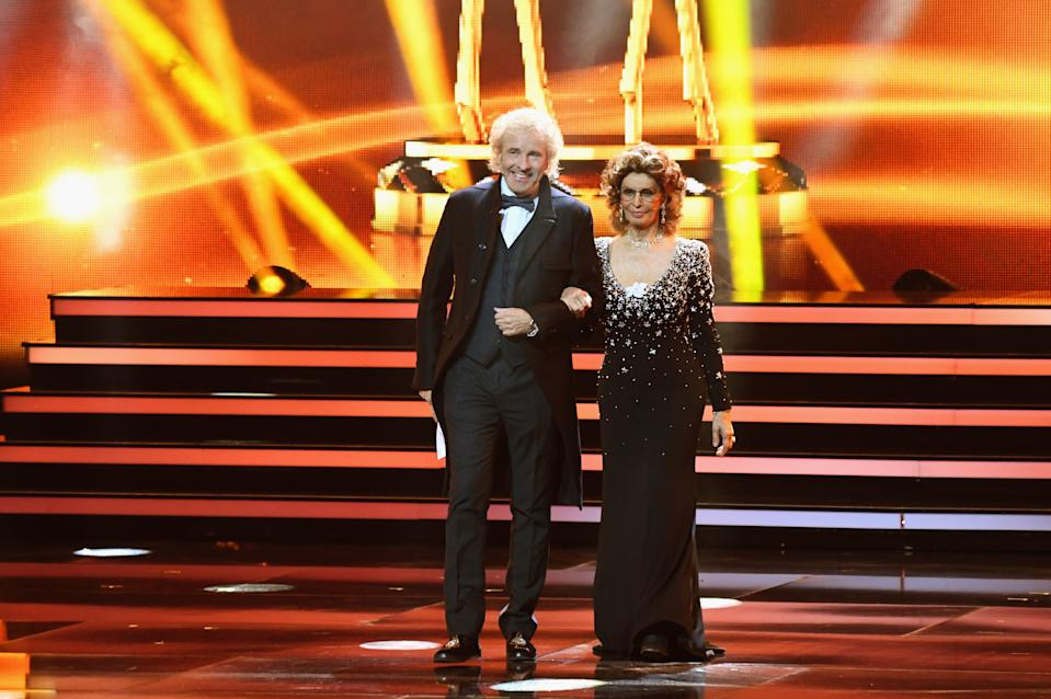 BERLIN, GERMANY - NOVEMBER 16:  Thomas Gottschalk and Sophia Loren on stage during the 70th Bambi Awards show at Stage Theater on November 16, 2018 in Berlin, Germany.  (Photo by Robert Schlesinger/Getty Images)