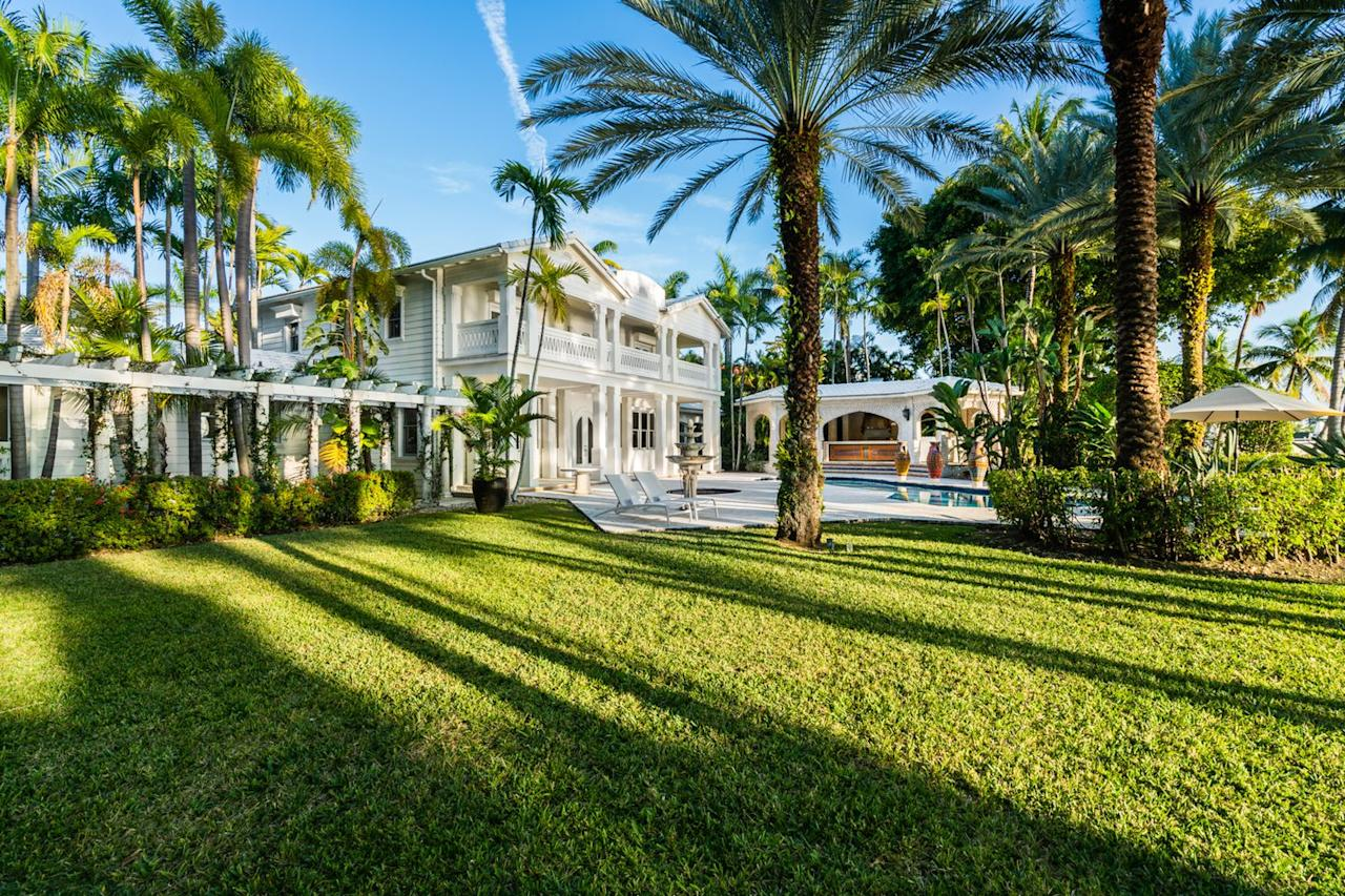 <p>The sprawling waterfront residence sits atop 58,000 square feet of prime waterfront land.</p>