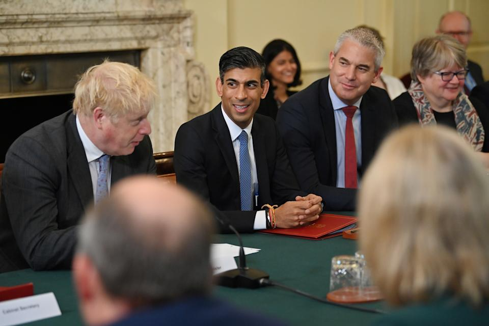 LONDON, ENGLAND - SEPTEMBER 17: (L-R) UK prime minister Boris Johnson, Britain's Chancellor of the Exchequer Rishi Sunak, Chancellor of the Duchy of Lancaster Stephen Barclay and Britain's Work and Pensions Secretary Therese Coffey attend the first post-reshuffle cabinet meeting in Downing Street, on September 17, 2021 in London, England. (Photo by Ben Stansall - WPA Pool/Getty Images)