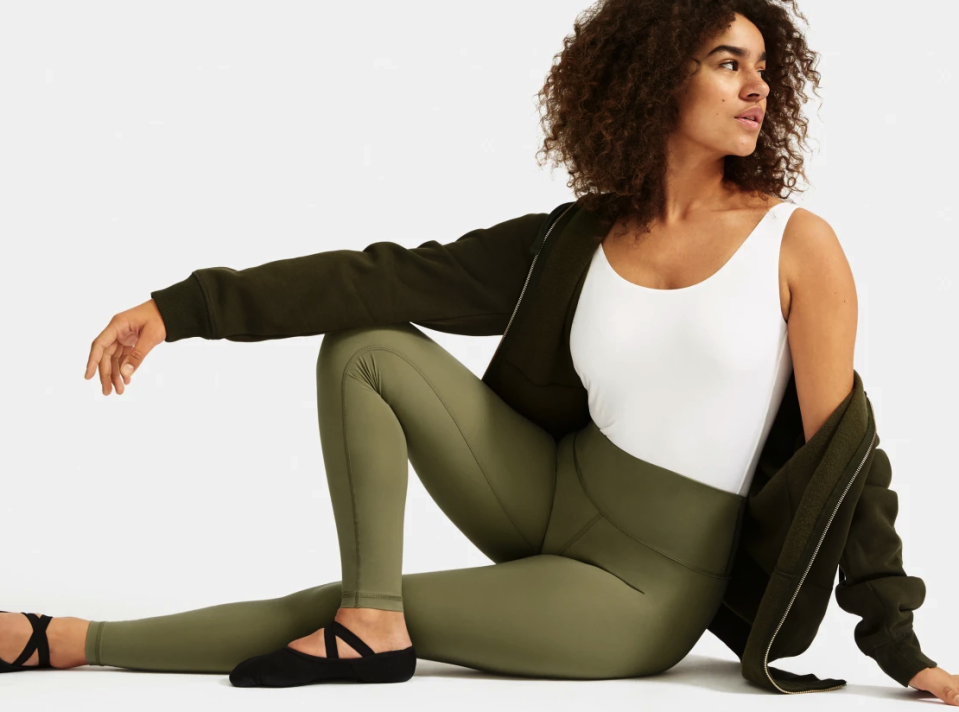 Everlane Perform Leggings in Lichen