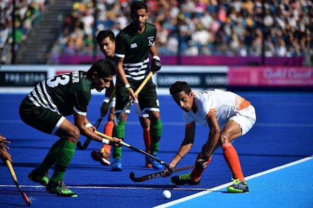 Muhammad Irfan Jr. (L) of Pakistan and Gurinder Singh (R) of India fight for the ball during their men's field hockey match (AFP Photo/Anthony WALLACE)