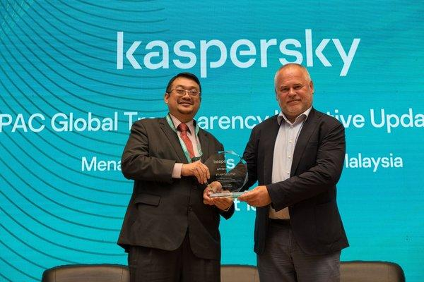 Dato' Ts. Dr. Amirudin Abdul Wahab, CEO at CyberSecurity Malaysia and Eugene Kaspersky, CEO at Kaspersky.