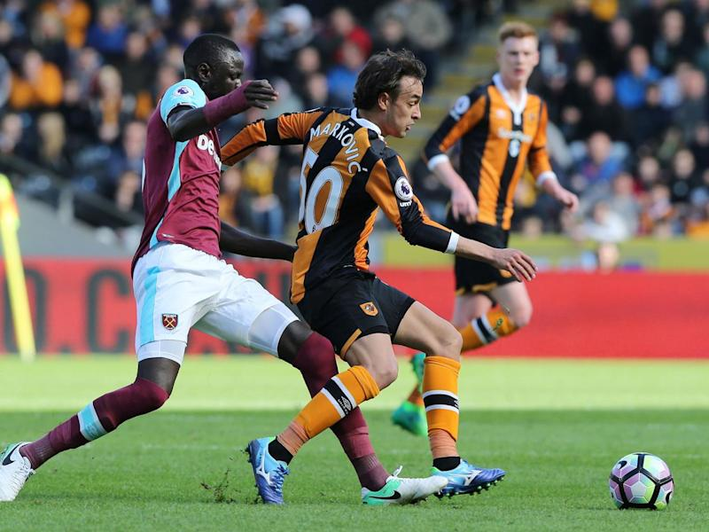 Cheikhou Kouyate (L) attempts to tackle Lazar Markovic (Getty)