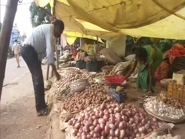 Vegetable prices have risen in Ranchi. (Photo/ANI)