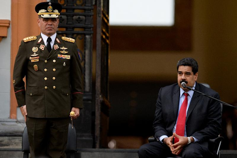 Venezuelan President Nicolas Maduro (R) speaks next to Defence Minister Padrino Lopez during a ceremony to commemorate the 200th anniversary of the death of revolutionary Francisco de Miranda, in Caracas, on July 14, 2016 (AFP Photo/Federico Parra)