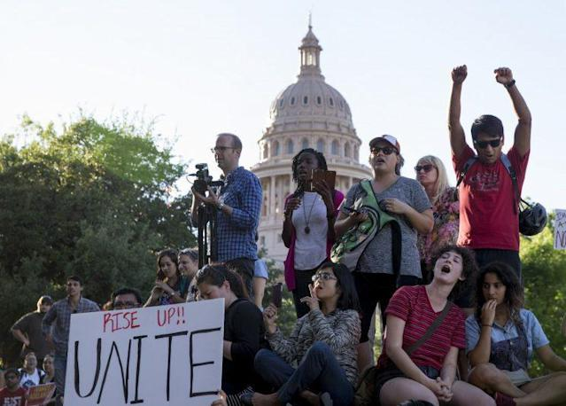 Protesters rally against the sanctuary cities ban in Austin, Texas, May 1, 2017. (Photo: Jay Janner/Austin American-Statesman via AP)
