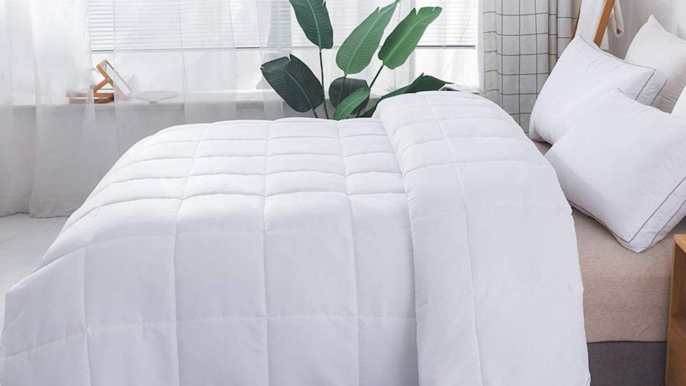 DOWNCOOL Down Alternative Quilted Comforter