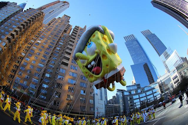 <p>Nickelodeon's SpongeBob SquarePants brings some holiday cheer to the large crowds on the parade route watching the 91st Macy's Thanksgiving Day Parade in New York, Nov. 23, 2017. (Photo: Gordon Donovan/Yahoo News) </p>