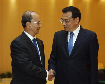 Chinese Premier Li shakes hands with Myanmar's President Thein Sein ahead of the 10th China-ASEAN Expo in Nanning