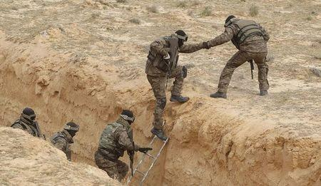 Tunisian soldiers participate an exercise along the frontier with Libya in Sabkeht Alyun