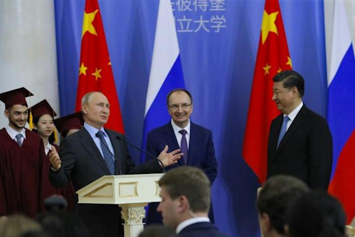 When Russian President Vladimir Putin (L) met with Chinese President Xi Jinping (R) in June, Huawei scored a local contract (AFP Photo/Dmitri Lovetsky)