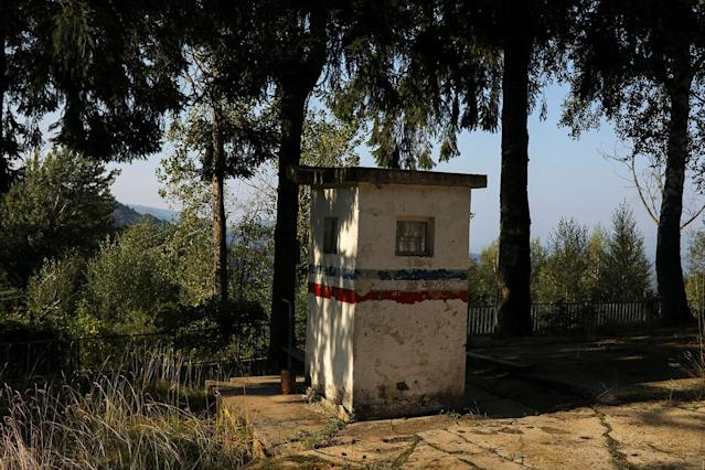 <p>An abandoned military border post stands in the village of Ravno Bucje, near the southeastern town of Knjazevac, Serbia, Aug. 14, 2017. (Photo: Marko Djurica/Reuters) </p>