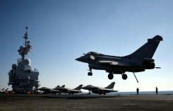 A French Rafale fighter jet lands on the deck of France's aircraft carrier Charles-de-Gaulle operating in the eastern Mediterranean on December 9, 2016, as part of an international coalition against the Islamic State group