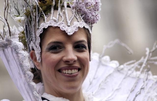 Figure skating bronze medallist at the recent Sochi Winter Olympics Italy's Carolina Kostner smiles after performing as the traditional Columbine, having descended from Saint Mark's bell tower on an iron cable, during the Venetian Carnival in Venice, March 2, 2014. REUTERS/Manuel Silvestri (ITALY - Tags: SOCIETY SPORT FIGURE SKATING OLYMPICS)